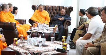 Jamuan Dirjen Bimas Buddha dengan Bhikkhu dari Cina, Amerika dan Thailand