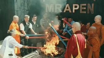 Rangkaian Waisak, Api Diambil Dari Mrapen di Sakralkan di Candi Mendut