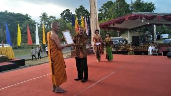 Ribuan Umat Buddha Hadiri 50 Tahun Vassa Eyang