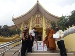 Cegah Covid-19, Ditjen Bimas Buddha Sumbangkan APD